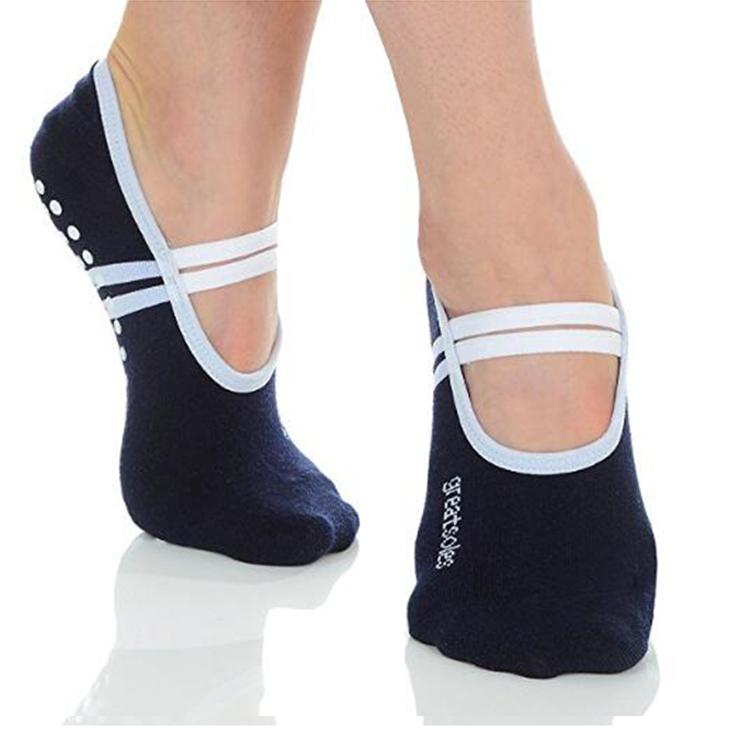 yoga socks Featured Image
